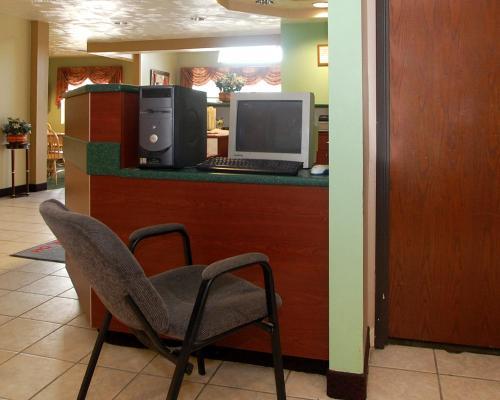 Knights Inn & Suites St Clairesville