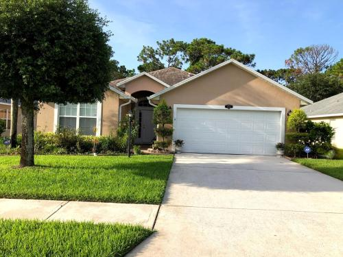 Lovely, Secured 3BD/2BA Home in Palm Bay