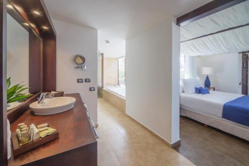 Premium Suite with Ocean View (Newly renovated) - Free WiFi