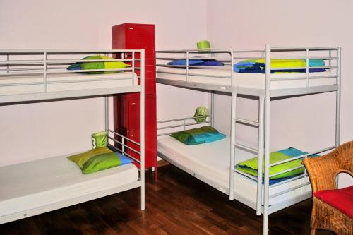 Bett in 4-Bett-Schlafsaal mit Privatem Bad (Bed in 4-Bed Dormitory Room with Private Bathroom)