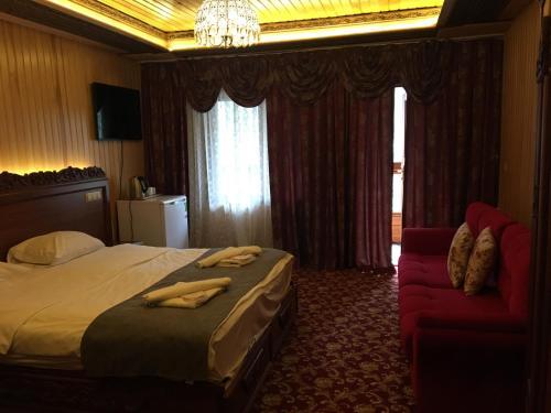 غرفة ديلوكس مع شرفة وإطلالة على البحيرة (Deluxe Room with Balcony and Lake View)