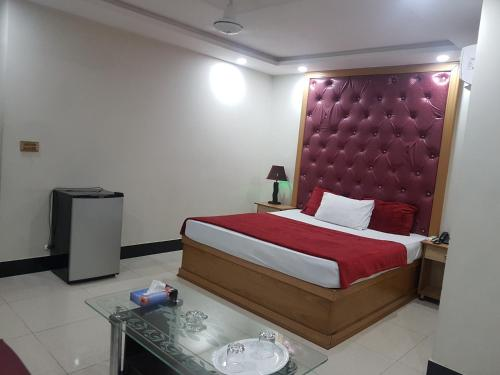 Hotel Book Shanghi, Lahore