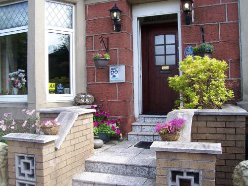 Photo of Sunnyside B&B Hotel Bed and Breakfast Accommodation in Balloch West Dunbartonshire