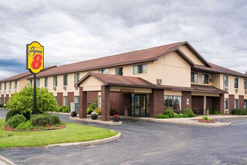 Super 8 by Wyndham Shawano