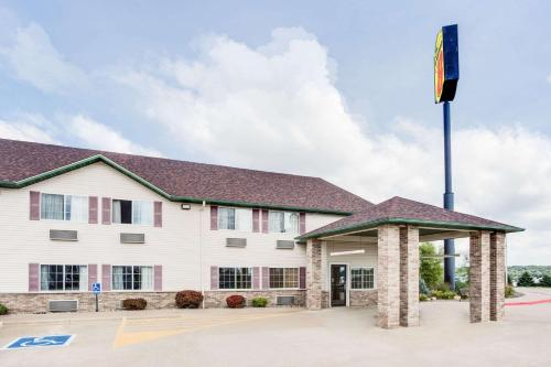 Super 8 by Wyndham Le Claire/Quad Cities