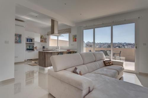 Luxury 2 Bedroom Penthouse in St Julians, Tal-Għoqod