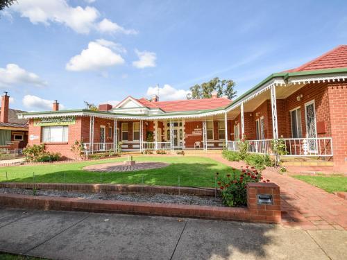 Billabong Motel & Guest House