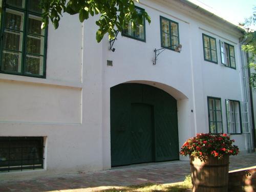 Hajós-ház front view