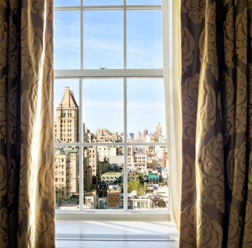 Bedroom Suite High Ceilings and Manhattan Views