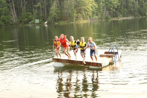 2Lakes 6BR 3BA Hot Tub Close to Traverse City Pontoon and Kayaks available