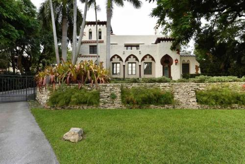 More about Historic and Gated 12BD/7.5BA Villa In Coconut Grove - Sleeps 20 - RCG1299