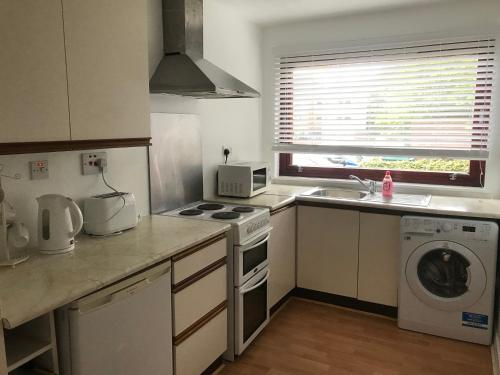 Fettes One Bedroom Apartment with parking