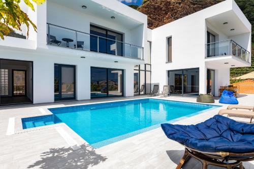 Villa Madalena do Mar by HR Madeira