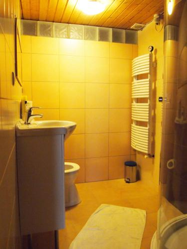 Room with Private Bathroom (6 Adults)