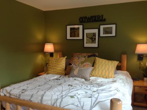Mountain Chic Condo 2 Bedroom - Walk to Town Square JH