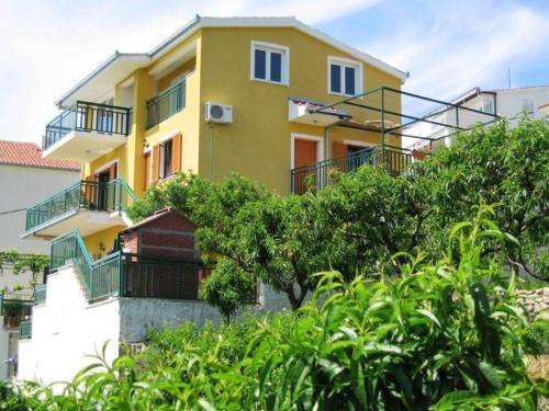 Apartments Podstrana