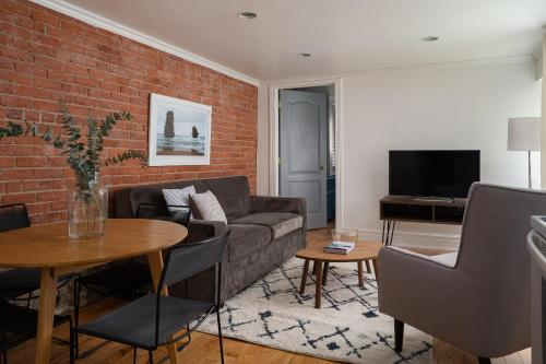 More about Apartments on Rue Aylmer