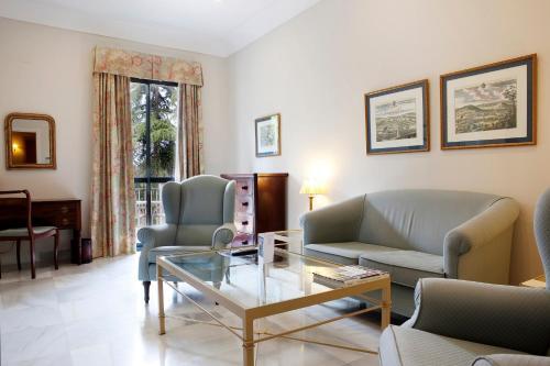Suite Junior con vistas al jardín  Villa Jerez 5