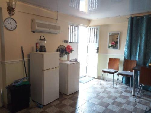 Nic's Inn, Freetown