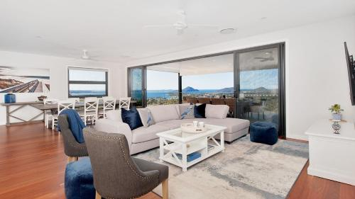 Hilltop Hideaway - Breathtaking views, moments to beach! FREE FAMILY ADVENTURE PASS, Nelson Bay