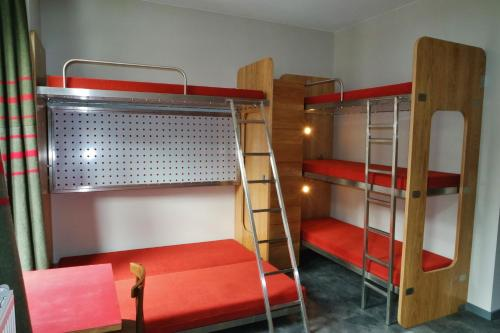 Stapelbed in een Gemengde Slaapzaal (9 Volwassenen) (Bunk bed in Mixed Dormitory room (9 adults))