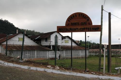 Firma Efraim, Trindade