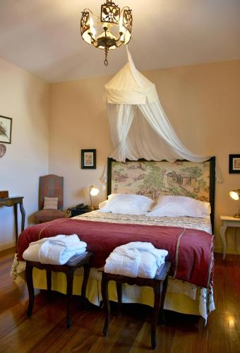 Double or Twin Room with Mountain View Hotel Santa Coloma del Camino 3