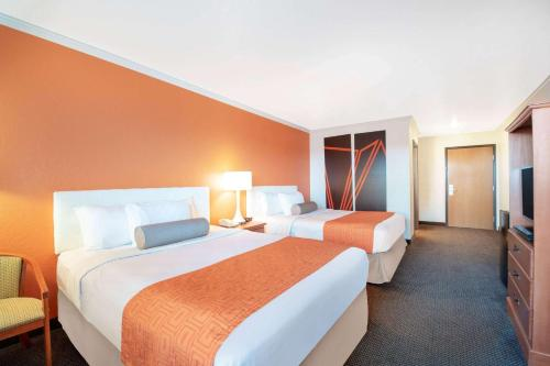 Howard Johnson by Wyndham Oacoma Hotel & Suites