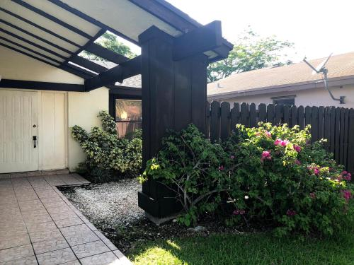 2 Bedrooms and a bathroom in Miami independent entry