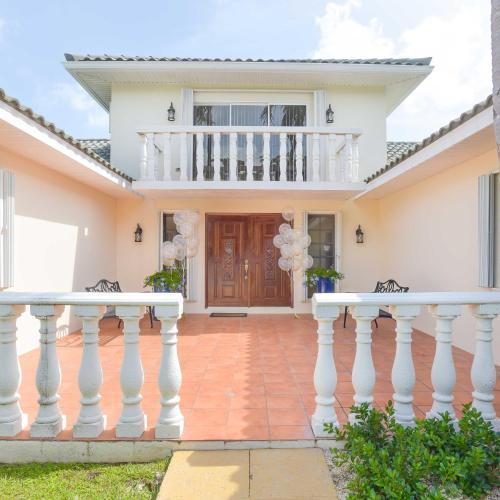 Addison Lee Cayman Villa, George Town