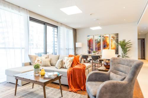 Hometown Apartments - Stunning 3BR in brand-new City Walk, Dubai