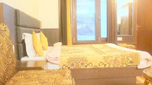 Modern Room In Nainital, Nanital