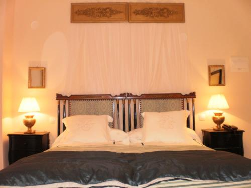 Double or Twin Room with Mountain View Hotel Santa Coloma del Camino 1