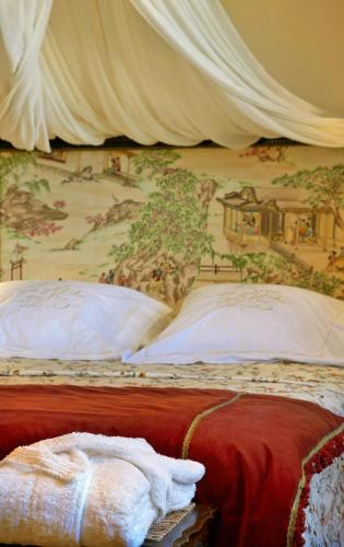 Double or Twin Room with Mountain View Hotel Santa Coloma del Camino 4