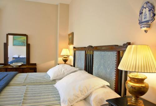 Double or Twin Room with Mountain View Hotel Santa Coloma del Camino 5