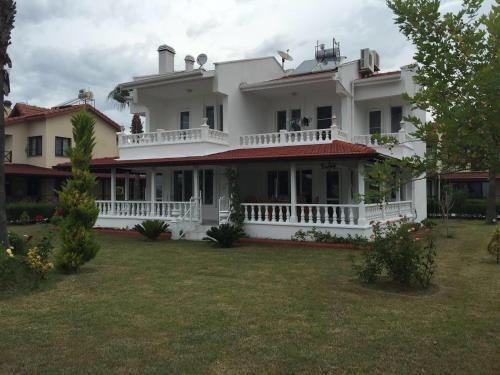 Kum villa 2, Side
