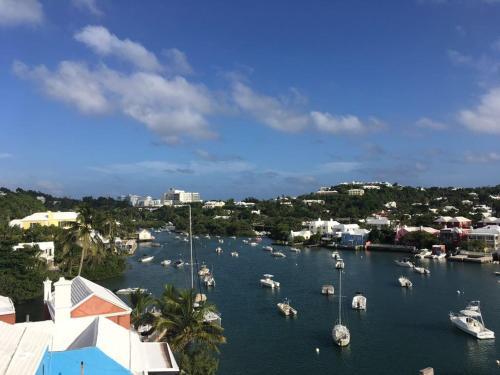 Queen of the East, Bermuda