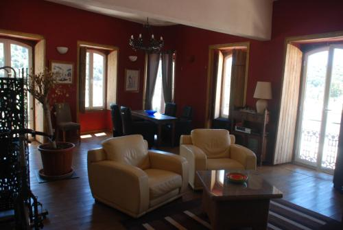 Spacious suite-apartment at Silves riverside