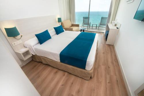 Habitación Doble con vistas al mar (2 adultos + 2 niños) (Double Room with Sea View (2 Adults + 2 Children))