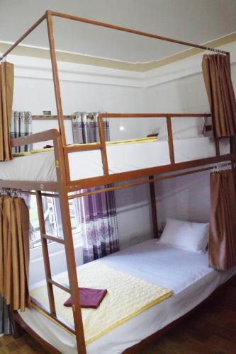 Ranjang Single di Kamar Asrama Campuran (Single Bed in Mixed Dormitory Room)