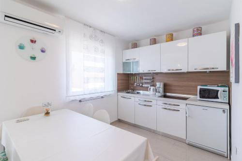 דירה 1 Apartment near Bijeca Sand Beach in Ostrvo Bodulas