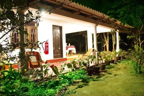 sigiriya peaceful guest house, Сигирия