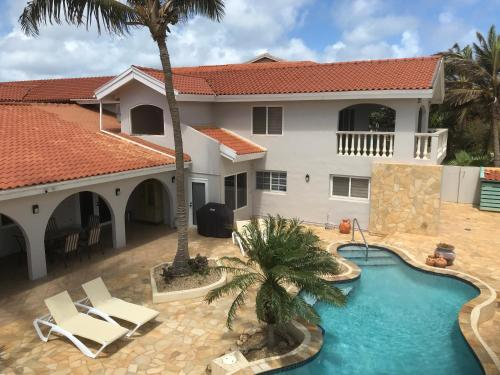 Arashi Beach Villa, Palm Beach