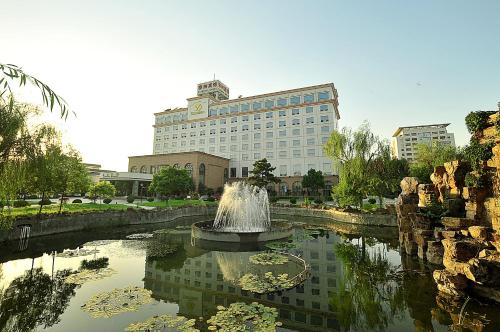 Chunlan Business Hotel