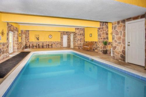 More about Pool and Theater Lodge