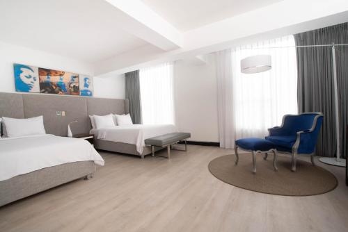 Studio Suite with Two Double Beds - Non-Smoking