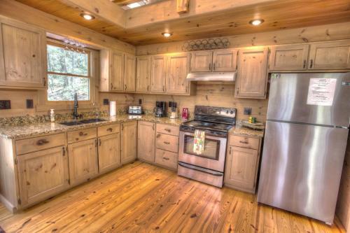 Bogg's Mountain Lodge Cabin