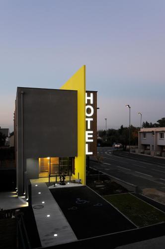 hotel inter hotel de la chaussairie chartres de bretagne france online reservation tripvizor. Black Bedroom Furniture Sets. Home Design Ideas