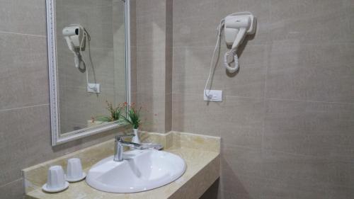HOTEL103, Hà Ðông
