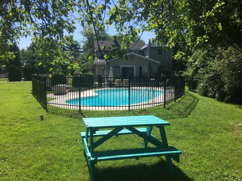 Charming 4BR Farmhouse with a Pool